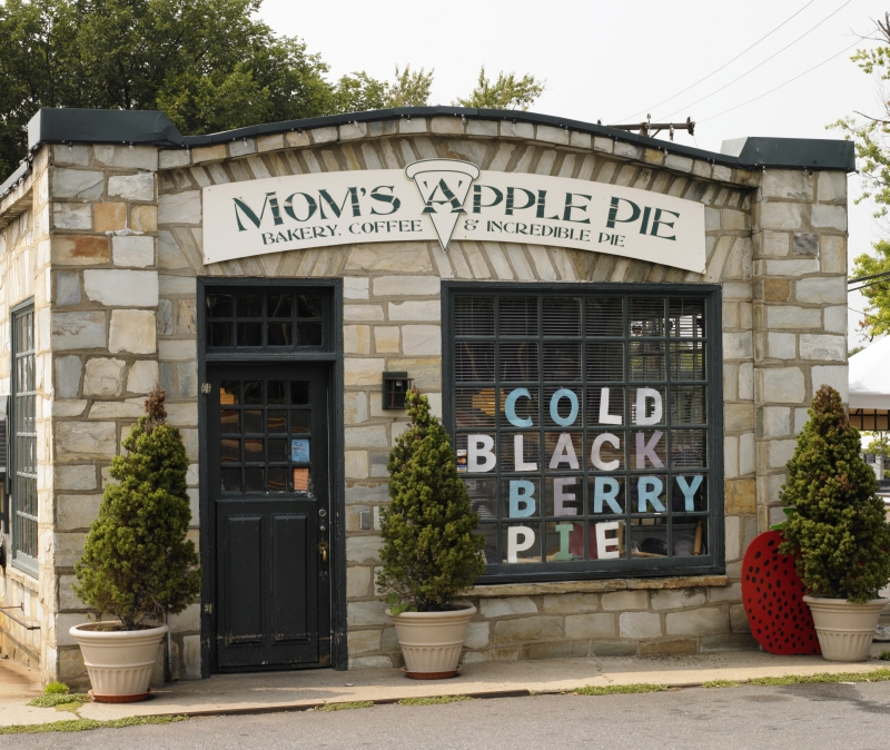 Mom's Apple Pie in Leesburg