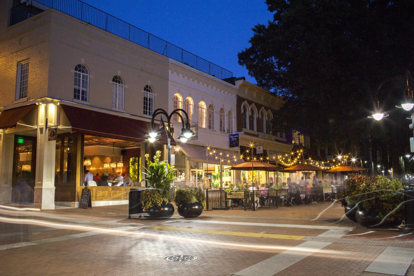 Visit Charlottesville Fashion Square in central Virginia to shop your favorite stores, enjoy a meal at one of our many restaurants or enjoy entertainment.