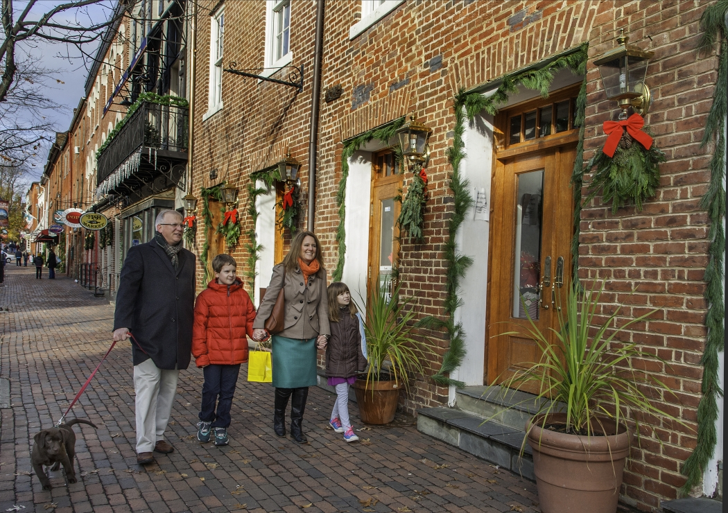Holiday Shopping in Old Town