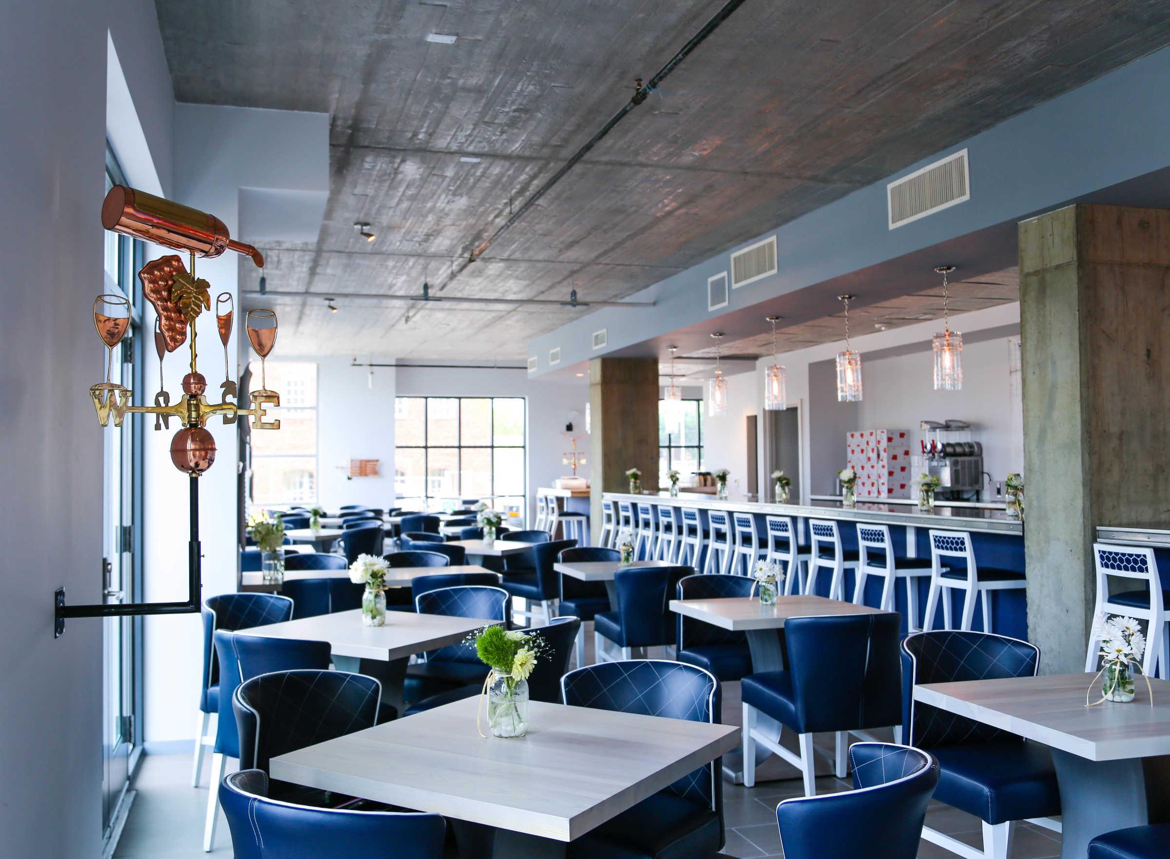 Hummingbird restaurant dining room