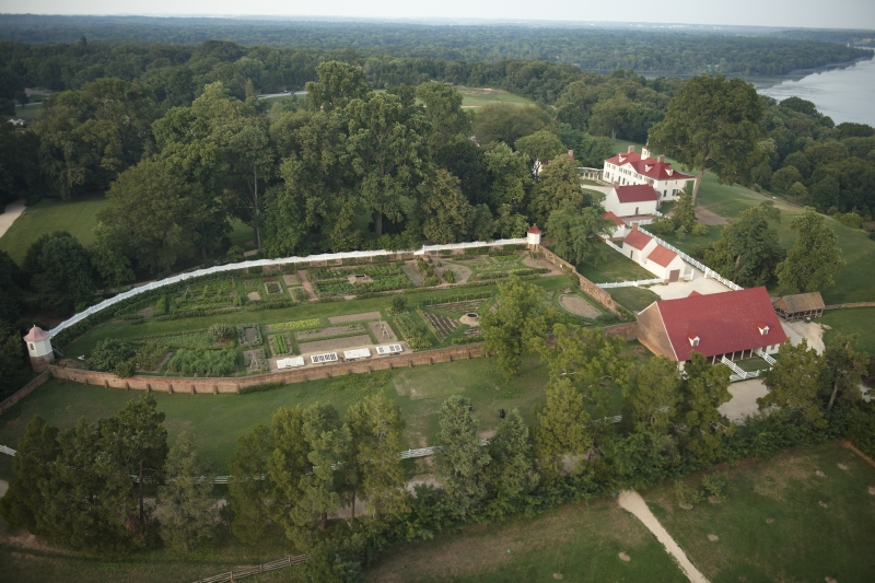 Mount Vernon, the riverside estate of George and Martha Washington from 1759 until 1799, now includes the Ford Orientation Center and Donald W. Reynolds Museum and Education Center, with 25 galleries and theaters, interactive displays and more than 700 artifacts.