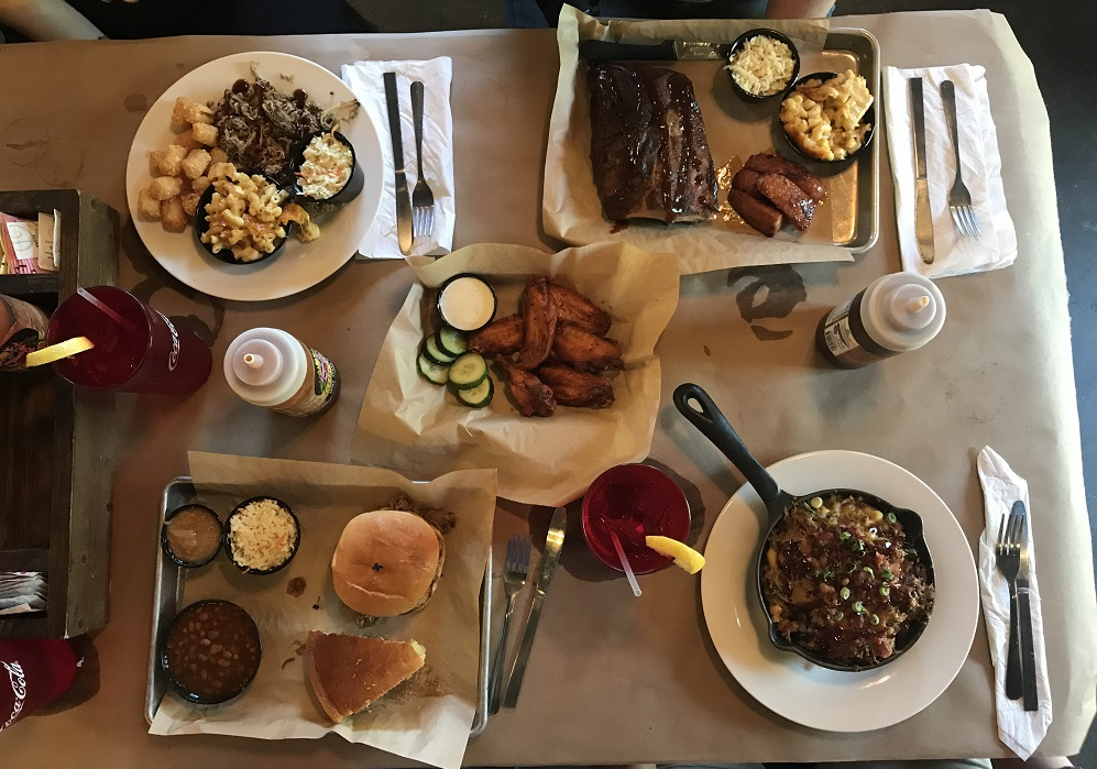 the fishin pig barbecue restaurant farmville