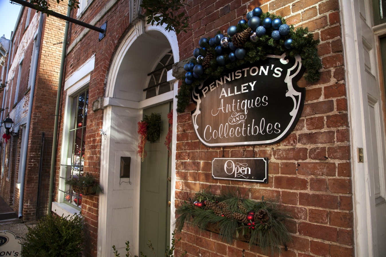 Penniston's Alley Antiques and Collectibles
