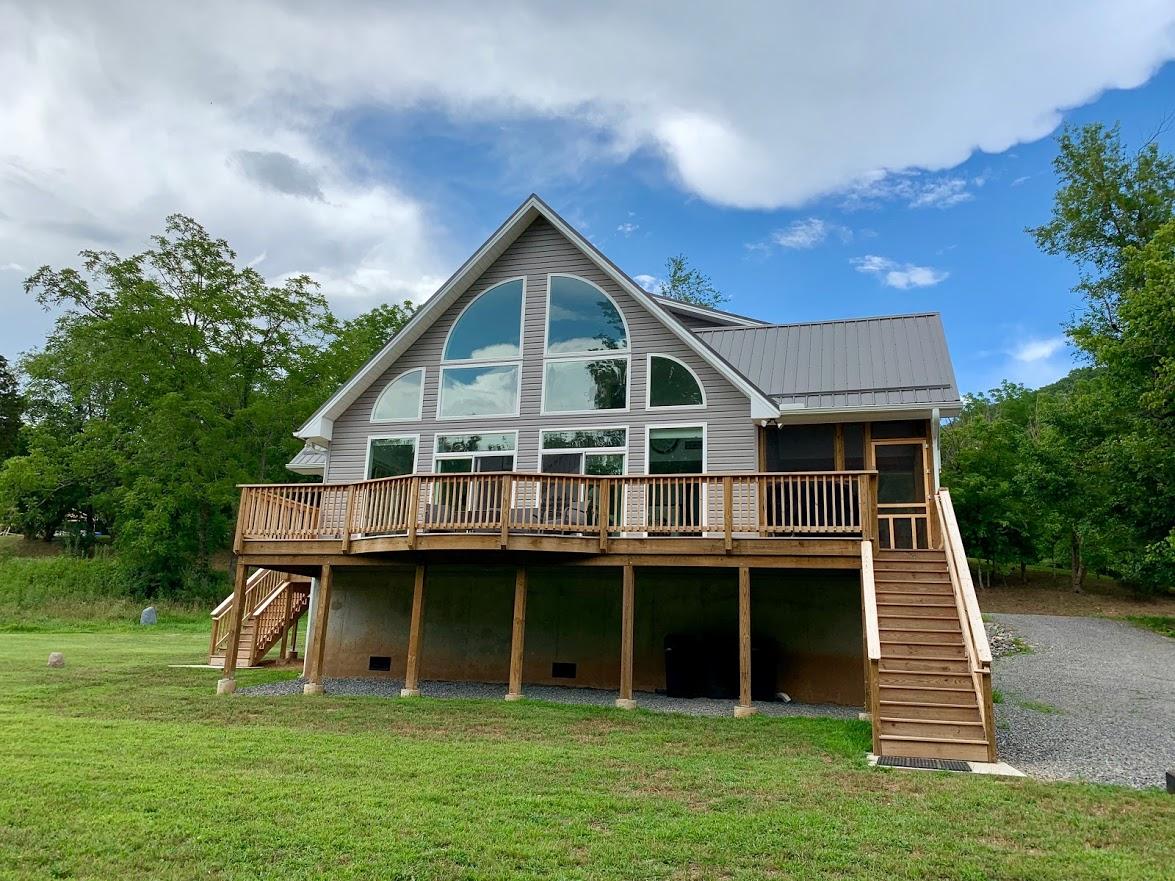 New River Retreat Black Bear Cabin Exterior